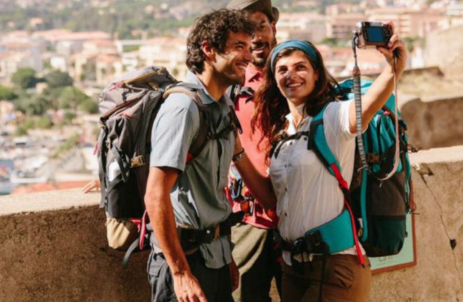 0c5a5f053a5 Backpacken is in 2017 niet meer uitsluitend voor net afgestudeerden die  'even' in zes maanden de wereld willen zien. Steeds meer jongeren- en  volwassenen ...